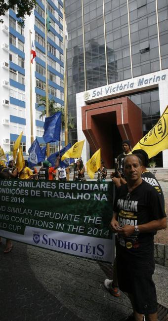 Profissionais de diferentes áreas foram às ruas fazer reivindicações - Foto: Marco Aurélio Martins | Ag. A TARDE