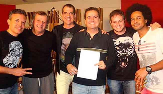 No repertório, sucessos da música baiana e canções do grupo - Foto: Reprodução   Facebook