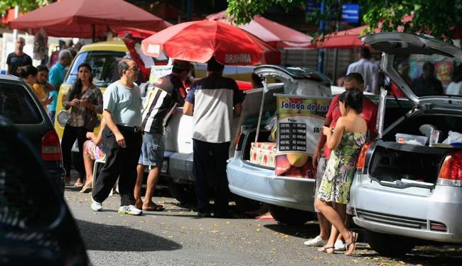 Técnicos da Semop vão organizar comércio informal na região do principal centro financeiro da capita - Foto: Joá Souza | Ag. A TARDE