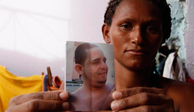 Cleidenara Rodrigues da Cruz diz que Rodrigo sumiu na noite do dia 30 - Foto: Joá Souza | Ag. A TARDE