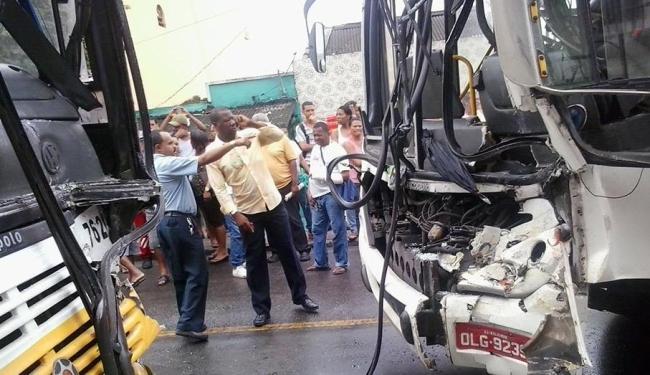 Colisão aconteceu na rua Nestor Duarte, na Ladeira de São Caetano - Foto: Fábio Limeira | Ag. A TARDE