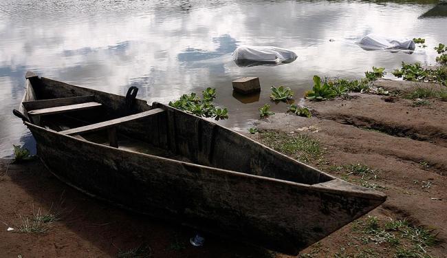 Os corpos foram encontrados por pescadores e familiares na localidade de Cabrita - Foto: Luiz Tito   Ag. A TARDE