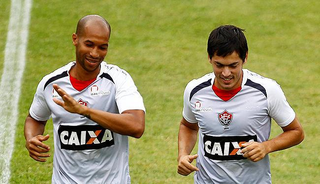 O artilheiro Dinei e Cáceres lutam para ser titulares - Foto: Eduardo Martins | Ag. A TARDE