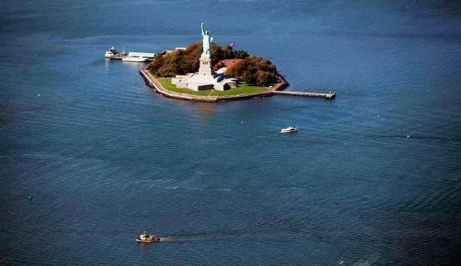 Até a Estátua da Liberdade, nos Estados Unidos, corre risco com o aumento do nível do mar - Foto: Agência AFP