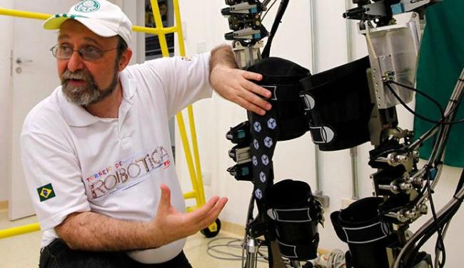 Exoesqueleto vai ser usado por jovem para dar o pontapé inicial da Copa - Foto: Agência Reuters
