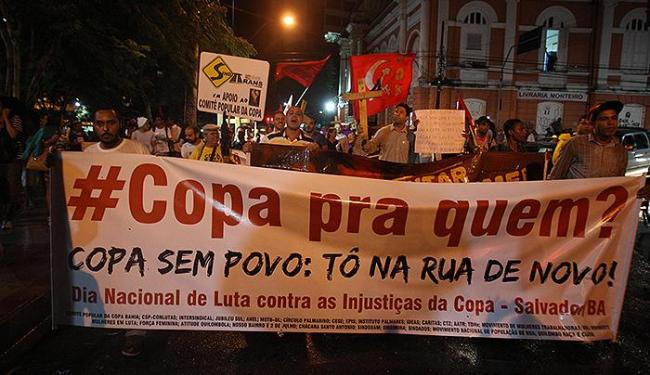 Manifestantes saem da Praça da Piedade e seguem em direção à Fonte Nova - Foto: Lúcio Távora | Ag. A TARDE