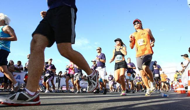 Trânsito será interditado para a realização da Meia Maratona Caixa da Bahia 2014 - Foto: Fernando Amorim | Ag. A TARDE
