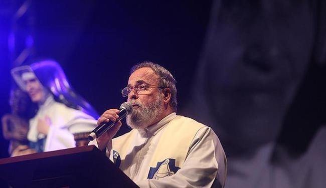 Padre Antônio Maria participou da missa conduzida pelo arcebispo de Salvador, dom Murilo Krieger - Foto:   Ag. A TARDE