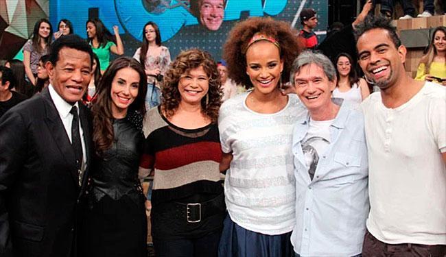 Jair Rodrigues acompanhado da família no programa Altas Horas - Foto: Reprodução   TV Globo