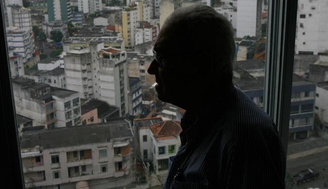 João Filgueiras Lima, o Lelé, em seu escritório - Foto: Marco Aurélio Martins | Ag. A TARDE | 06.11.2012
