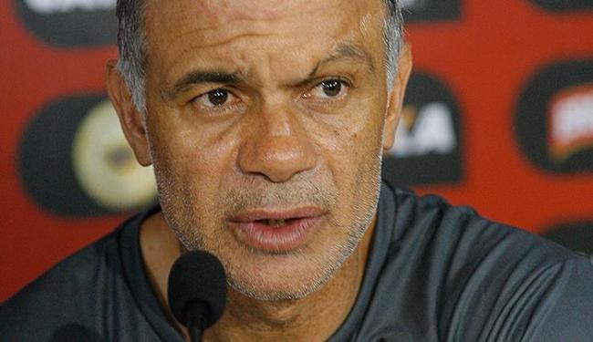 O que se passa na cabeça do treinador do Leão? Quem vai substituir Marquinhos? - Foto: Marco Aurélio Martins   Ag. A TARDE