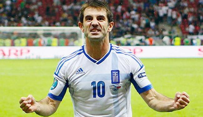 Mesmo com time rebaixado no campeonato inglês, Karagounis é relacionado em lista para Copa - Foto: Kai Pfaffenbach | Reuters