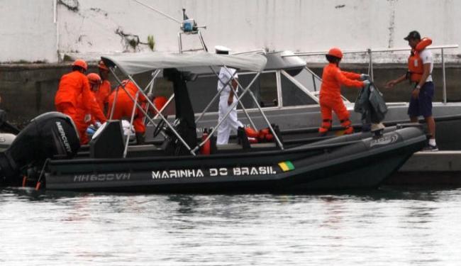 Naufrágio mobilizou uma equipe de 40 militares da Marinha - Foto: Lúcio Távora | Ag. A TARDE