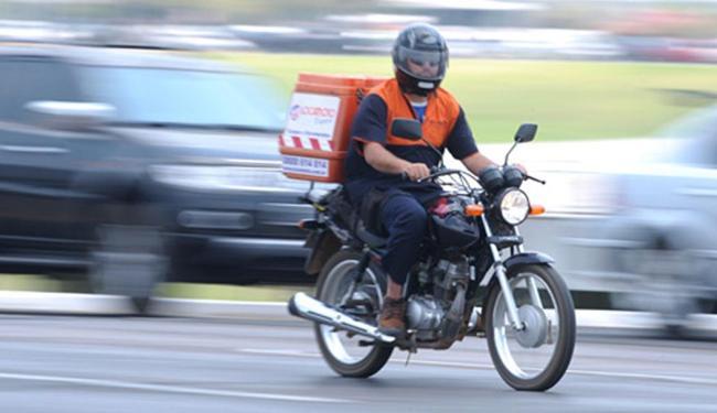 Alteração inclui entre atividades perigosas as de mototaxista, motoboy e motofrete - Foto: Pedro França | Senado