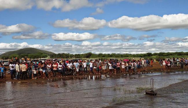 As equipes de resgate estudam uma forma segura de retirar os corpos da embarcação - Foto: Gabriel Filliph | sentosenoticias.com