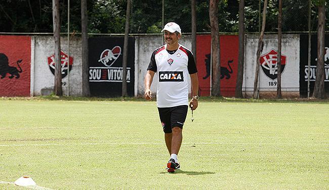 Há cinco jogos sem vencer, técnico rubro-negro procura a formação ideal para o Leão - Foto: Edilson Lima | Ag. A TARDE