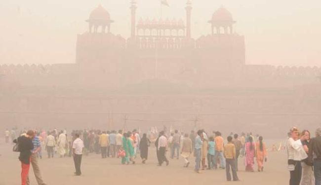 Poluição em Nova Délhi não deixa nem os monumentos à mostra - Foto: Agência Reuters