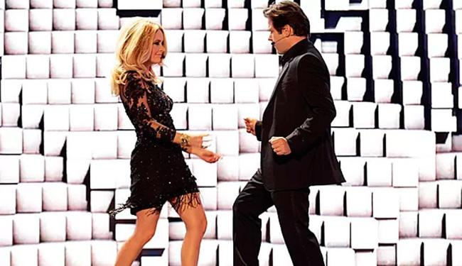 O casal Pamela e Jonas Marra entram dançando no palco para lançar reality show - Foto: Fábio Rocha   TV Globo