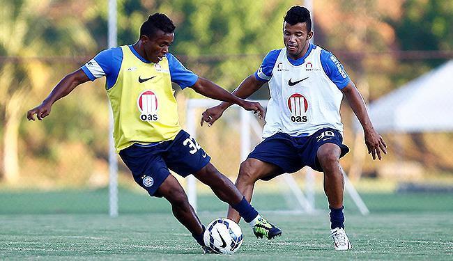 Pará (á dir.) é marcado por Railan em treino do Bahia - Foto: Eduardo Martins | Ag. A TARDE