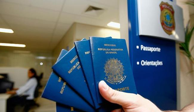 Resultado de imagem para passaportes charges