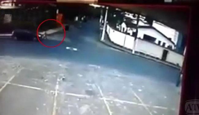Instante em que Cleonice foi atropelada foi gravado por câmera de vídeo - Foto: Reprodução