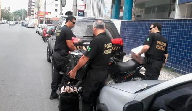 São cumpridos mandados de prisão e busca e apreensão - Foto: Paula Pitta | Ag. A TARDE