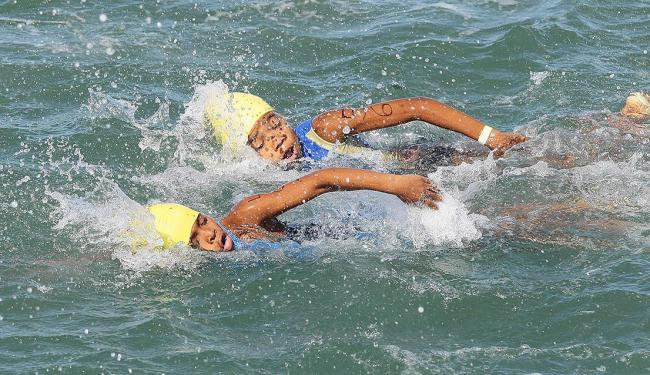 Iniciativa atende a crianças de projetos sociais que ficaram sem piscina para treinar - Foto: Eduardo Martins   Ag. A TARDE