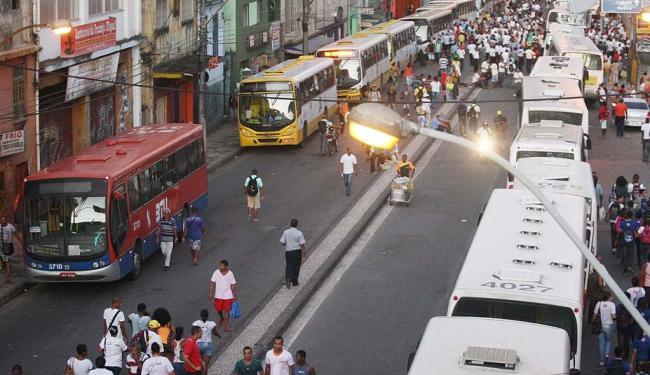 População ficou sem ônibus nesta terça-feira, 27 - Foto: Lúcio Távora | Ag. A TARDE