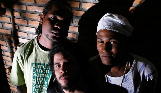 Rone Dum Dum, DJ Chiba e Lázaro Erê: talentos locais trabalhados em literatura e rap - Foto: Marco Aurélio Martins | Ag. A TARDE