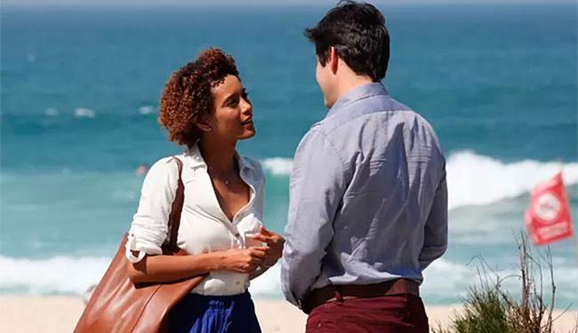Jonas Marra marca encontro com Verônica na praia - Foto: Carol Caminha   TV Globo