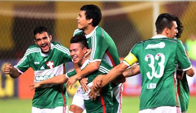Jogadores do Palmeiras vibraram com gol no início do segundo tempo - Foto: Lúcio Távora   Ag. A TARDE