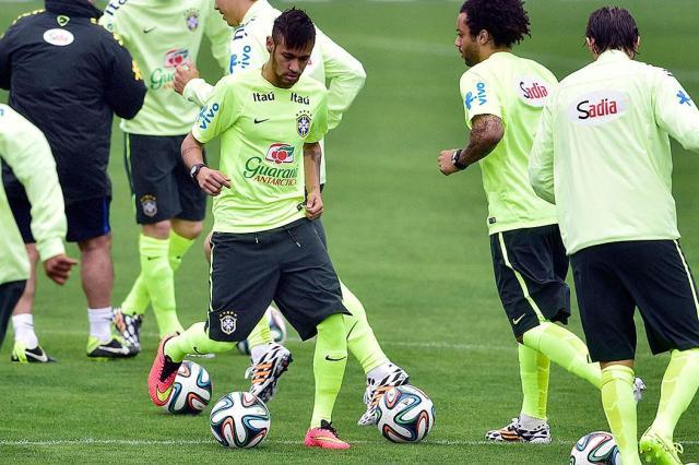 Resultado de imagem para treino seleção brasileira