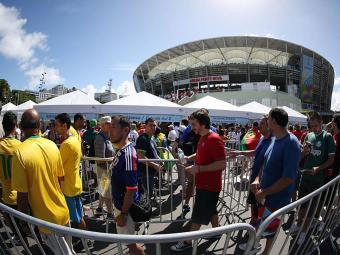 Uso de wi-fi no estádio não deve ser alvo de exigências - Foto: Raul Spinassé   Ag. A TARDE