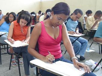 Candidatos vão dizer, no ato da inscrição, se são negros ou pardos - Foto: Carlos Casaes | Ag. A TARDE | 26.09.2004