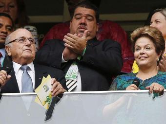 Blatter (E) e Dilma na abertura das Copas das Confederações, em 2013 - Foto: Agência Reuters   15.6.13