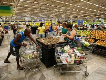 Os supermercados irão funcionar normalmente, fechando minutos antes da partida e reabrindo depois - Foto: Luciano da Matta | Ag. A TARDE