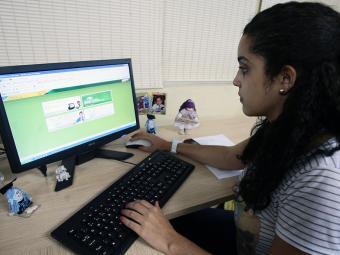 Os candidatos podem consultar a lista de cursos e instituições pela internet - Foto: Mila Cordeiro | Ag. A TARDE