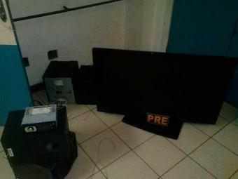 A polícia encontrou no veículo diversos aparelhos, como televisão, som e celular - Foto: Divulgação PMBA