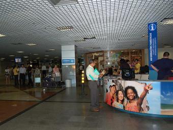 O balcão do aeroporto está entre os 11 pontos de atendimento na capital e interior - Foto: Rita Barreto   Ag. A TARDE