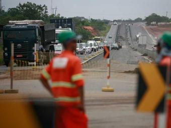 A rodovia já está sinalizada, com placas informando as alterações - Foto: Raul Spinassé | Ag. A TARDE