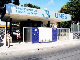 Os caixas eletrônicos ficam na área da universidade - Foto: Joá Souza/ Ag. A Tarde
