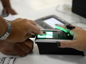 Desde 2012, algumas cidades já utilizam a urna biométrica - Foto: Agência Brasil