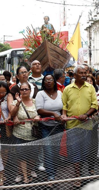 Fiéis saíram da Igreja Matriz de São Pedro e seguiram em direção à Rua Direita da Piedade - Foto: Luciano da Matta | Ag. A TARDE