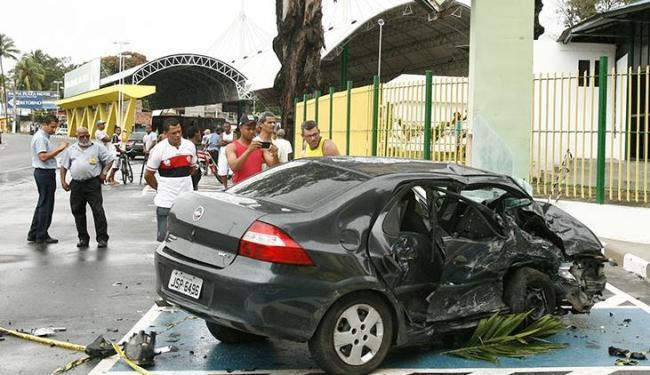Motorista que dirigia o veículo Prisma morreu no local - Foto: Luciano da Matta | Ag. A TARDE