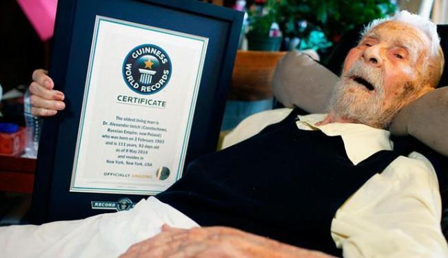 Alexander Imich recebeu o certificado do Guinnes como o homeme mais velho do mundo - Foto: Agência Reuters