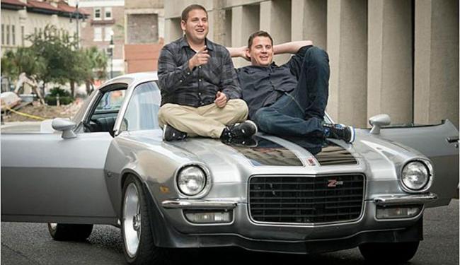 Jonah Hill e Channing Tatum interpretam os oficiais Schmidt e Jenko - Foto: Reprodução