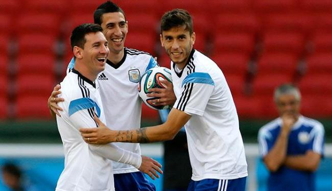 Com a seleção classificada, último treino da Argentina foi descontraído - Foto: Marko Djurica   Agência Reuters