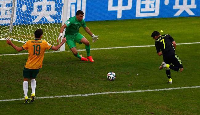 David Villa fez o primeiro gol da Espanha, de letra - Foto: Stefano Rellandini   Agência Reuters