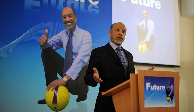 Bin Hammam durante campanha para presidência da Fufa - Foto: Saeed Khan | AFP