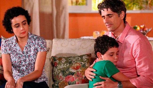 Garoto pede para escutar o coração do pai no corpo de Cadu - Foto: Carol Caminha   TV Globo